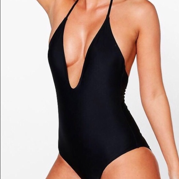 c69c3df0f50a9 NWT Boohoo Plunging V-Neck One Piece Swimsuit